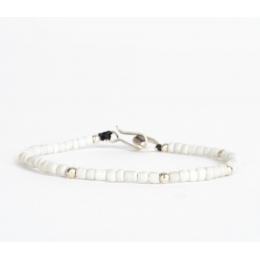 Браслет из белых винтажных бусин с серебряными вставками 1OZ