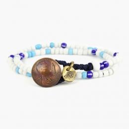 Двойной браслет из синих и белых винтажных бусин с монетой 1OZ