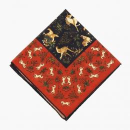 Красный платок с орнаментом в охотничьем стиле VARSUTIE