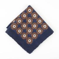 Темно-синий шерстяной платок с крупным цветочным узором VARSUTIE