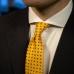 Желтый шёлковый галстук с цветочным узором VARSUTIE