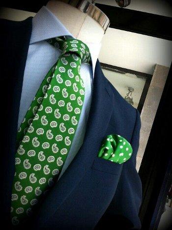 Зеленый галстук и платок