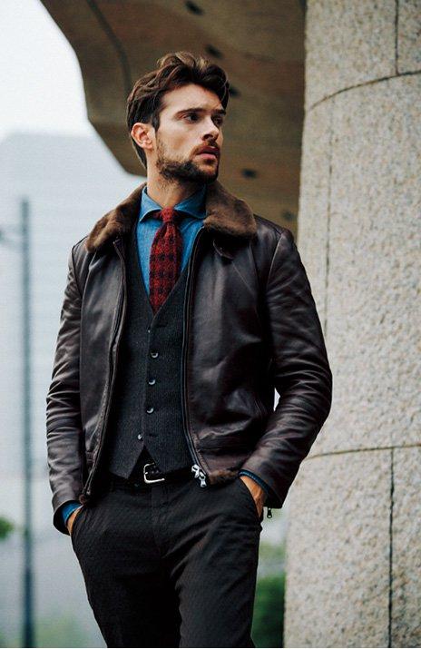 Кожаная куртка с галстуком