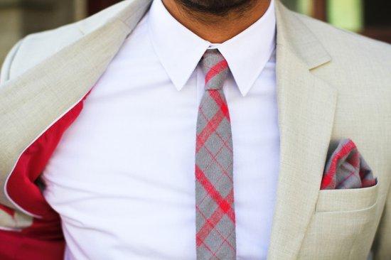 Красная подкладка галстук и платок