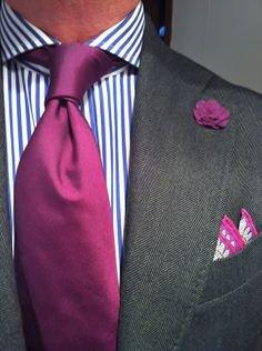 Сиреневый галстук платок и бутоньерка